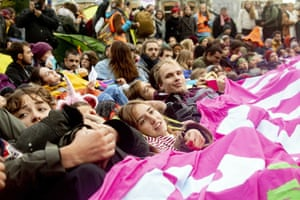 Protesters sitting and lying on the Stadhouderskade in front of the Rijksmuseum