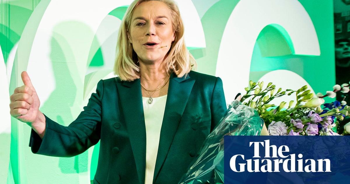 Dutch election: progressive party surges as PM begins coalition talks