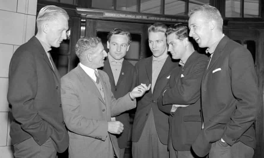 George Raynor in London with members of the Sweden team in 1959.