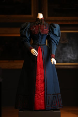 Day dress (1895) by WorthWool, silk (satin) cotton (net, tulle), glass (beads)