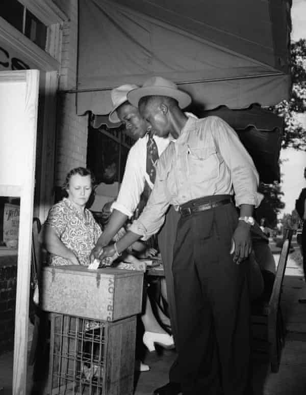 African Americans men vote for the first time since 1890 in the 1946 Democratic Primary.
