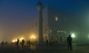 Venice shrouded in thick fog