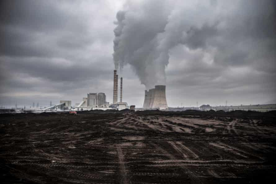 According to Greenpeace, coal combustion causes more than 1,200 premature deaths in Greece.