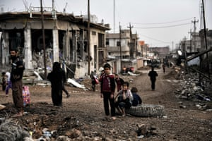 Displaced residents leave western Mosul