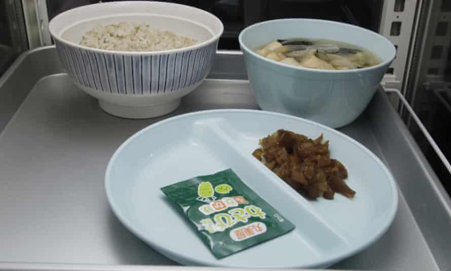 An inmate's breakfast.