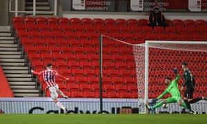 Jordan Thompson of Stoke City scores a goal to make it 1-1.