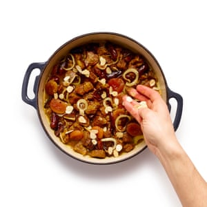 Add the chopped dried fruit for the last half hour of cooking, and stew until they soften and the sauce thickens