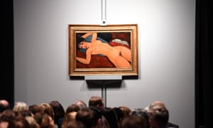"Crowds sit in front of Amedeo Modigliani's ""Nu couche"""