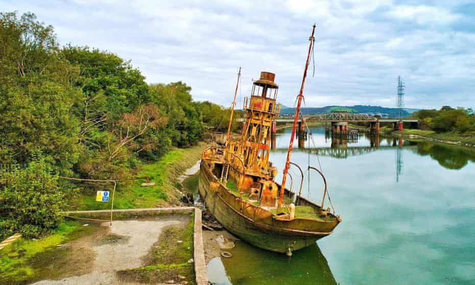 the rusted LV72 light vessel on the River Neath.