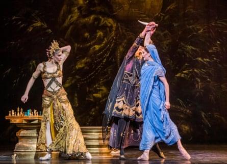 Natalia Osipova (Gamzatti), Kristen McNally (Aya) and Marianela Nuñez (Nikiya) in La Bayadère.