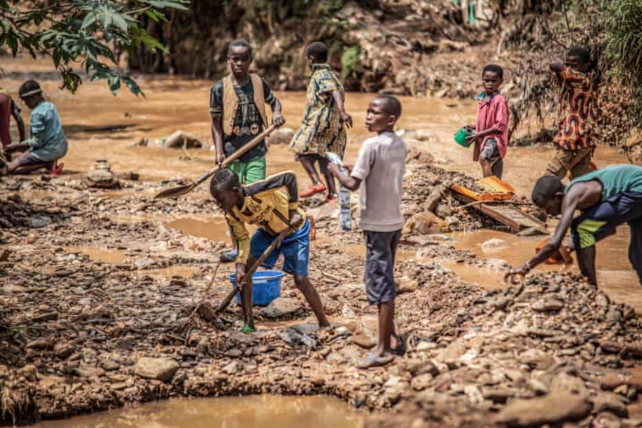 Children dig for gold at a mine in Kamituga.