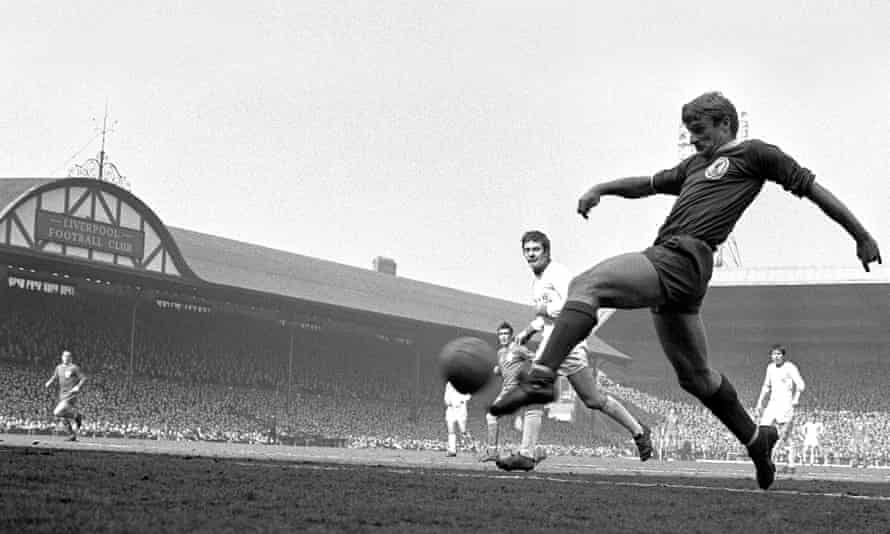 Roger Hunt in action for Liverpool in 1968