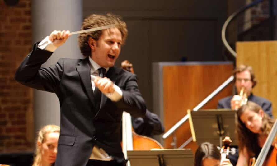 Nicholas Collon conducting the Aurora Orchestra.