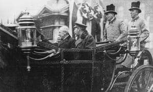 Woodrow Wilson And King George V leaving Buckingham Palace in a carriage in about 1920.