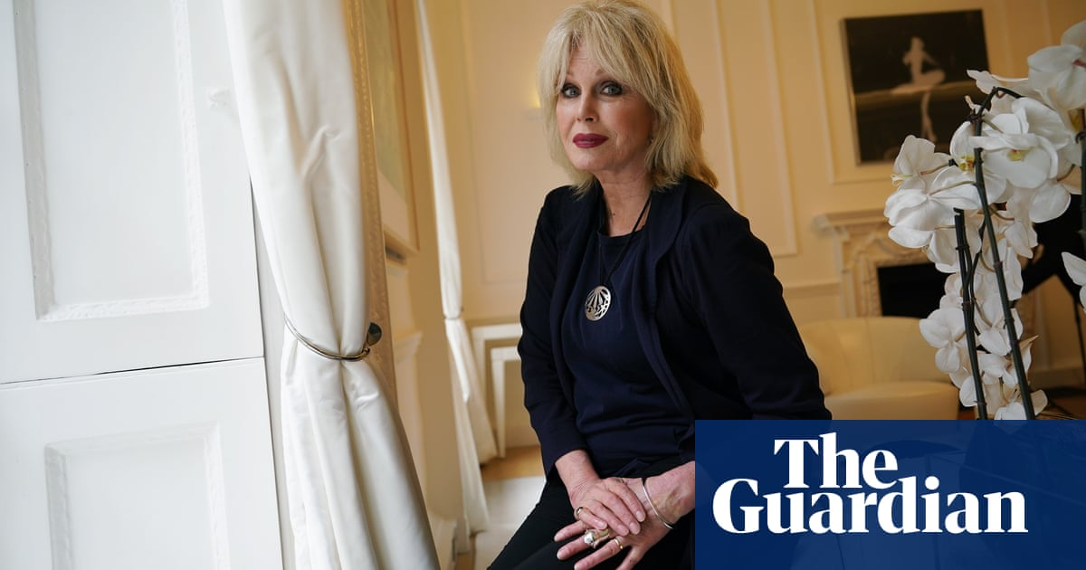 Joanna Lumley and Jason Momoa join prominent group backing Great Barrier Reef 'in danger' listing