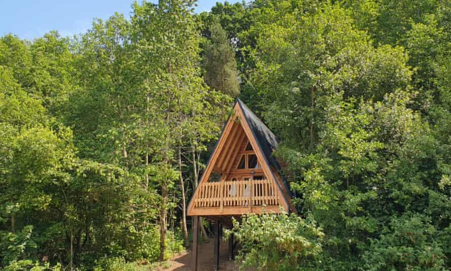 A stilt house at Whitlingham Broad Campsite.