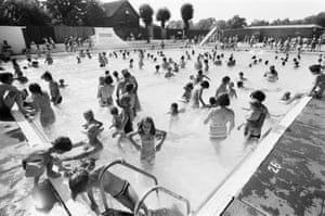 People try to keep cool at a Birmingham lido during the heatwave o
