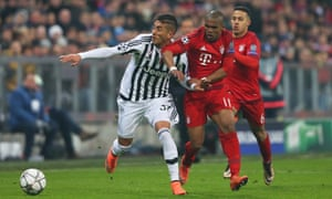 Roberto Pereyra attempts to shield the ball from Douglas Costa.