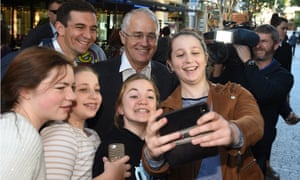 Malcolm Turnbull and Trevor Evans with members of the public