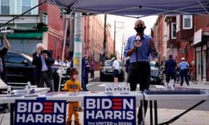 Barack Obama speaks to volunteers at a voter activation center (VAC) in Philadelphia.