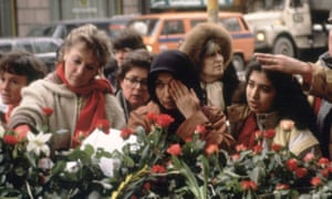 Palme's death is mourned in Stockholm, 1986.