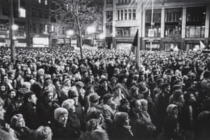 24 November 1989, 16:45: A crowd at the bottom end of Wenceslas Square in Prague, part of an enormous demonstration