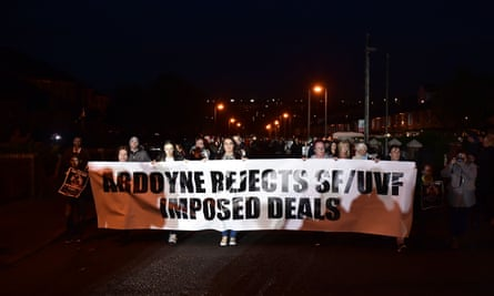 Dissident republicans protest against the agreement