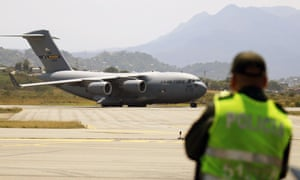 A US Air Force plane lands in Cúcuta, Colombia, carrying humanitarian aid bound for Venezuela