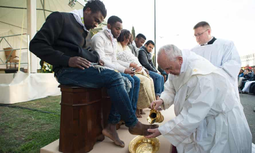 Pope Francis washed the feet of 11 young asylum seekers to highlight the need for the international community to provide shelter to refugees.