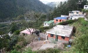 Los residentes de Bolaños viven en las escarpadas pendientes de la quebrada del río Machángara.