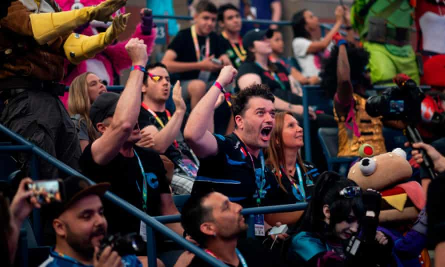 Fans during the final seconds of the duos competition at the Fortnite World Cup.