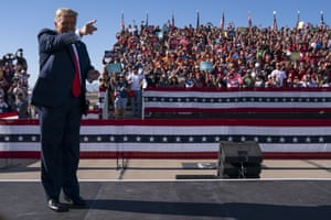 Goodyear, US – President Trump arrives for a campaign rally at Phoenix Goodyear Airport in Arizona