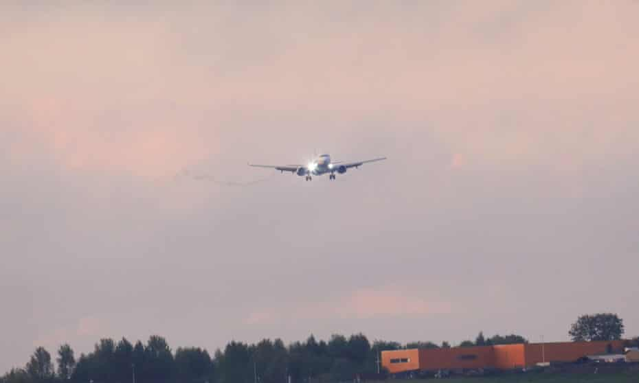 Ryanair Boeing 737-800 approaches Vilnius after being diverted to Minsk.