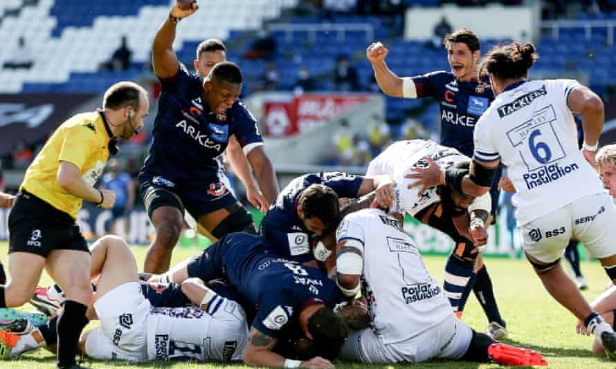 Bordeaux's Cameron Woki reacts after Matthieu Jalibert scores the French side's first try against Bristol