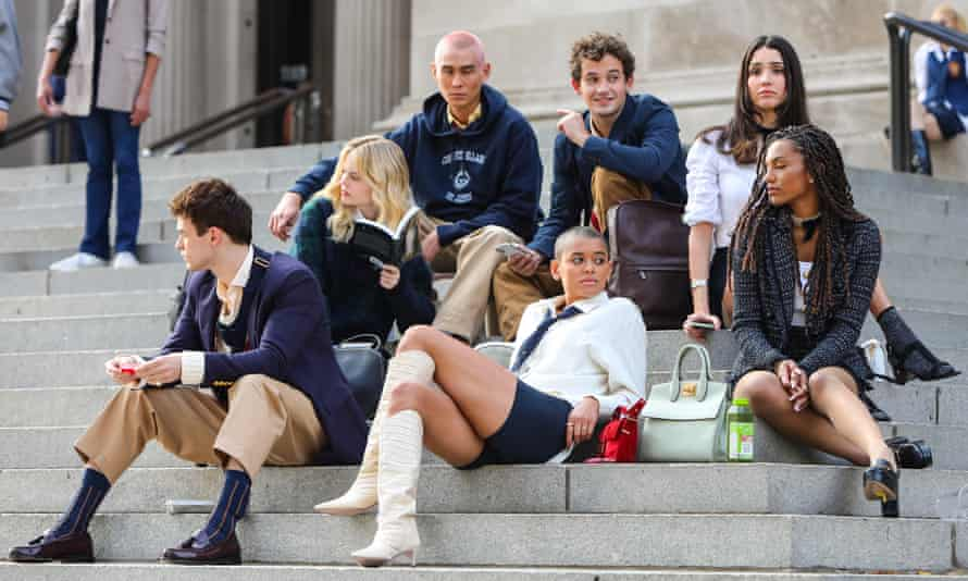 The Gossip Girl cast are seen on set in New York City.