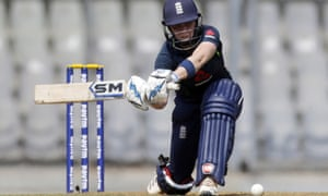 England's Heather Knight hit 40 from 20 balls against India.