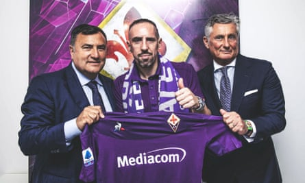Franck Ribéry poses with Fiorentina's Joe Barone and sporting director Daniele Pradè after signing on a free transfer.