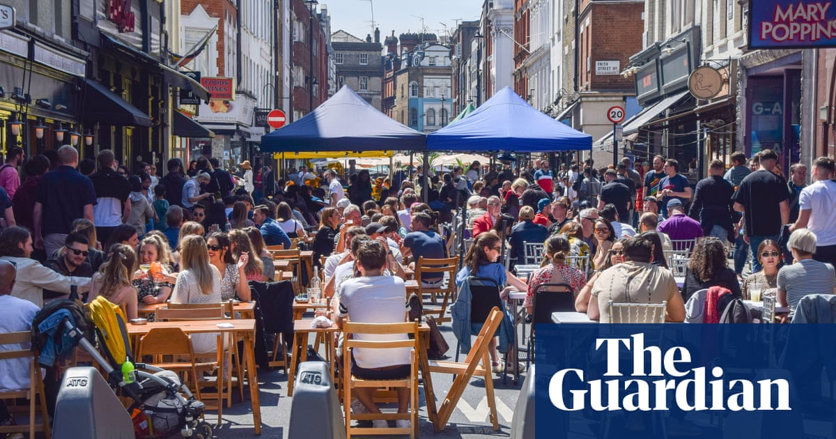 Alfresco dining boost in England as government extends pavement licences
