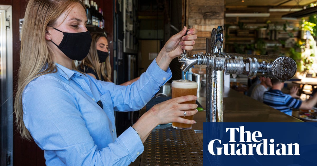 Free flights and $1,000 vouchers: Australian hospitality sector lures UK workers