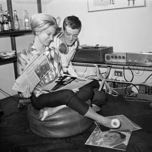 Newlyweds Peter and Susan Fonda in their New York City apartment listening to records on 20 October 1961