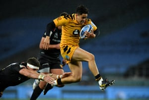 Jacob Umaga of Wasps on his way to scoring his team's first try.