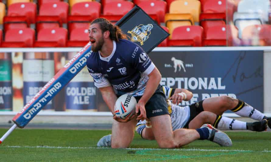 Toulouse Olympique score a try against York City Knights.