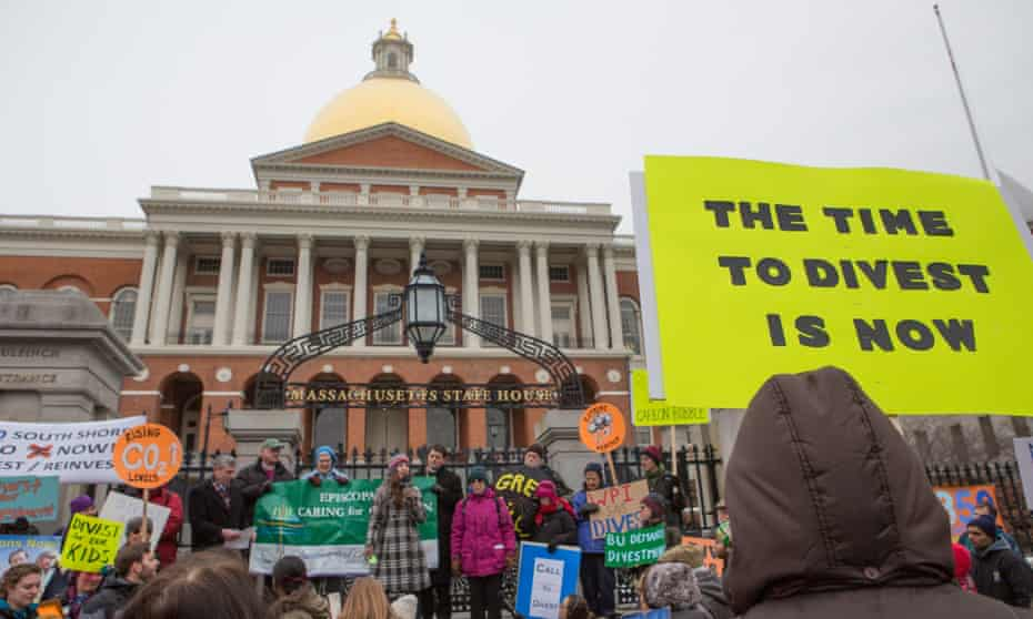 According to a new report, for the New York State Common Retirement Fund, the third largest pension fund in the country, a move away from fossil fuels would have made each of the fund's 1.1 million members more than $4,500 richer.