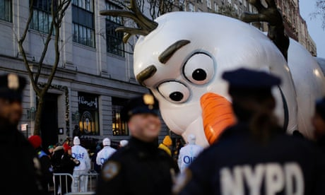 Thanksgiving parade and Christmas castles: Thursday's best photographs