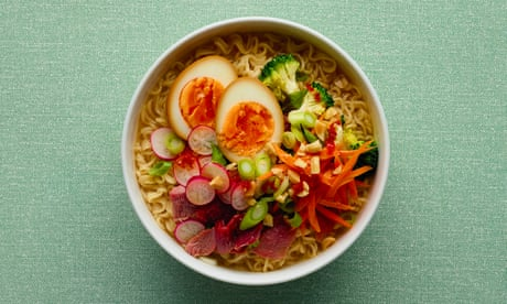 How to make a tasty dinner from instant noodles