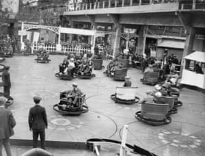 The Whirl of the World ride at Wembley Exhibition amusement park, 1924