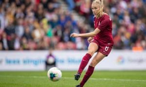 Leah Williamson says that despite pressure building, the squad is remaining focused.