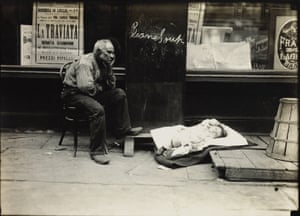 Hot day on East Side, New York, circa 1908 The Hine works being auctioned at Swann Galleries come from the personal collection of Isador Sy Seidman, a friend of Hine's and a lifelong collector of New York City-centric photographs
