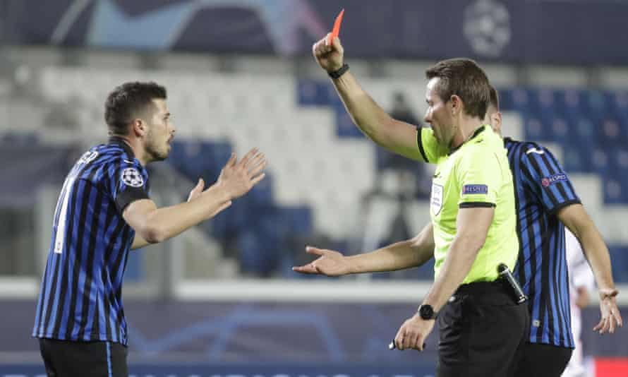 The referee, Tobias Stieler, shows a red card to Atalanta's Remo Freuler.