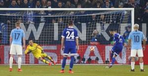 Nabil Bentaleb returns Schalke to the level.